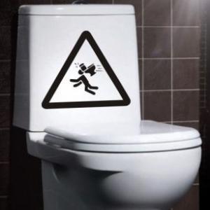 наклейка на туалет Осторожно!