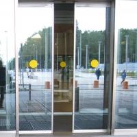 Желтый круг - наклейка для слабовидящих